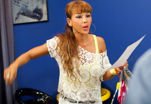 Sững sờ vì bản sao Jennifer Lopez Việt - 1