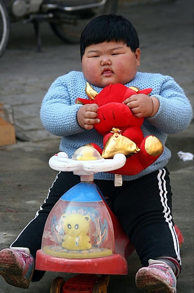 Cộng đồng mạng Hàn xôn xao vì hình ảnh của super baby (em bé siêu mập) này.