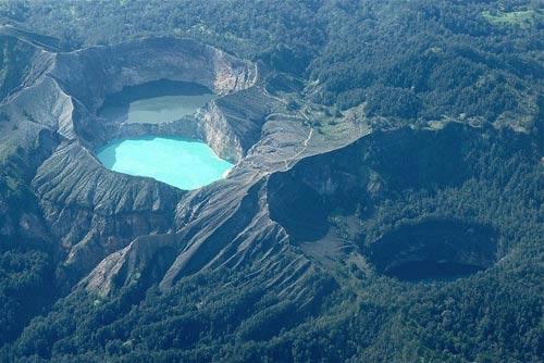 Hồ đổi màu ở Indonesia - 1