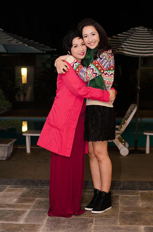 Mẹ con Mỹ Linh ôm nhau giữa đêm lạnh - 1