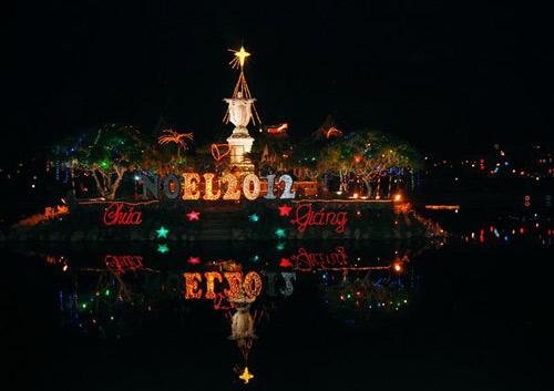 Đêm Noel lung linh ở nhà thờ đá Phát Diệm - 1