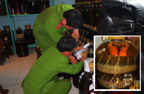 HN: Bắt hàng nghìn lít rượu có chất ma túy - 1