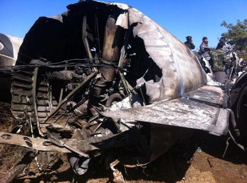 Myanmar: Kinh hoàng máy bay lao vào xe máy - 1