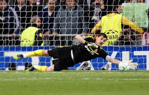"""Real: Mou """"trảm"""" Casillas là đúng? - 1"""