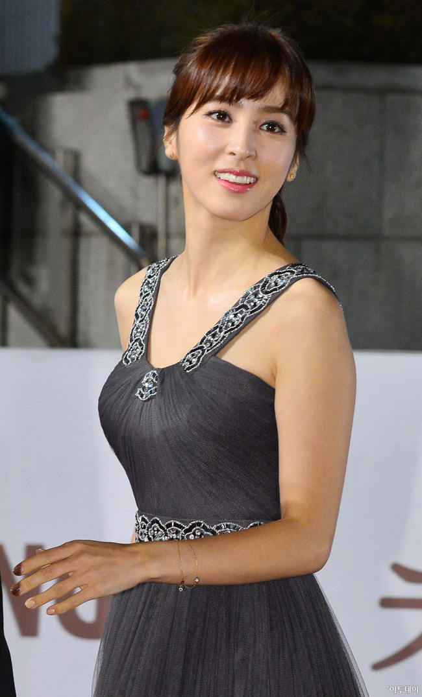 Han Hye Jin khiến mọi tay ảnh phải chú ý vì vẻ đẹp của cô trong lễ trao giải Rồng Xanh lần thứ 33.