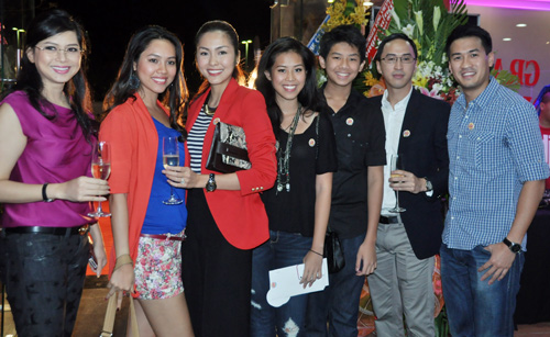 5 gia đình sao Việt nổi tiếng nhất 2012 - 1