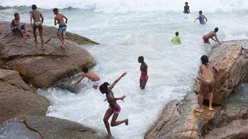 """Đón năm mới, Rio de Janeiro nóng """"chảy mỡ"""" - 1"""