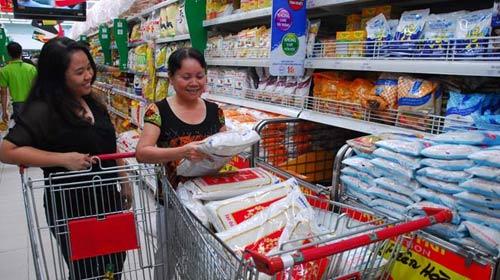 Mua sắm Tết: Hàng nhiều, sức mua chậm - 1