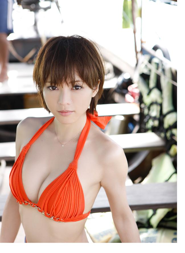 Trên trang Sina mới đây đăng loạt ảnh áo tắm của diễn viên Nhật Bản Yumiko Shaku.