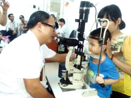 Dịch đau mắt đỏ: Bộ Y tế đảm bảo đủ thuốc - 1