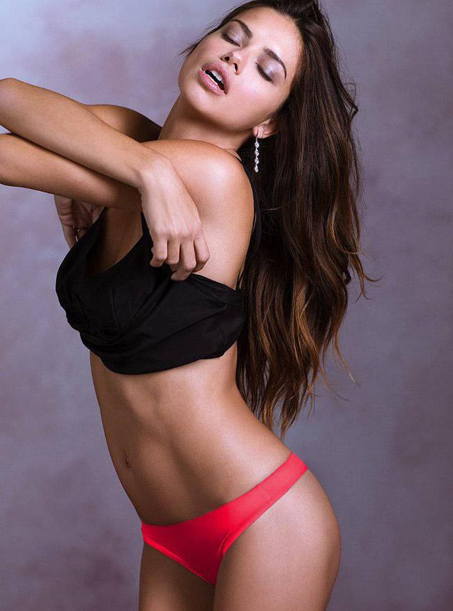 Adriana Lima quá sexy trong những shoot hình nội y.