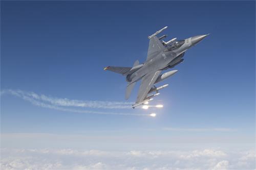 Nhật sẵn sàng bắn hạ máy bay do thám TQ - 1