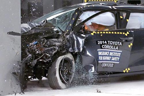 Toyota Corolla 2014 kém an toàn? - 1