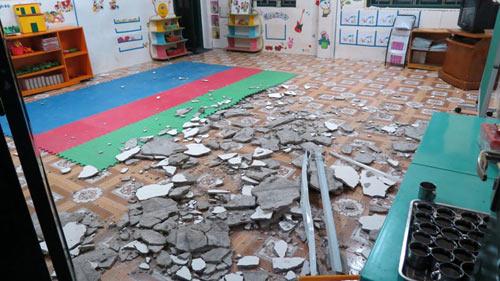 HN: Rơi mảng trần nhà, 6 trẻ mầm non bị thương - 1