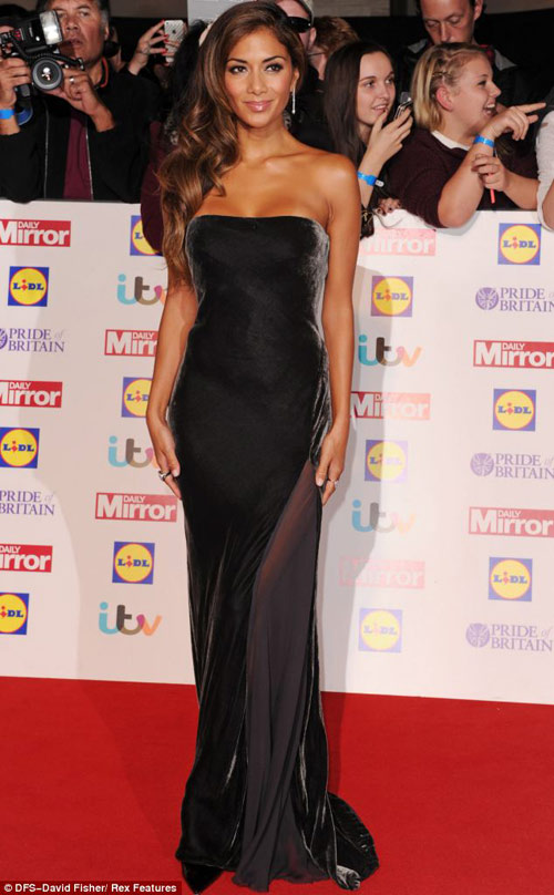 Nicole Scherzinger hấp dẫn cùng váy quây - 1