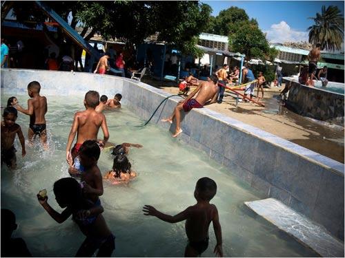 Nhà tù hơn cả thiên đường ở Venezuela - 1