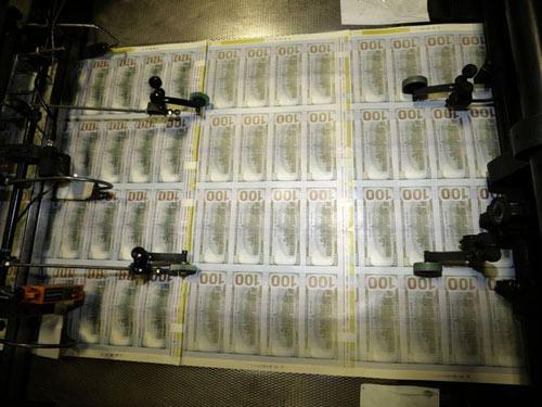 Tờ 100 USD mới lưu hành: Những điểm cần chú ý - 1