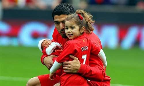 Vì Gerrard, Suarez ở lại Liverpool - 1