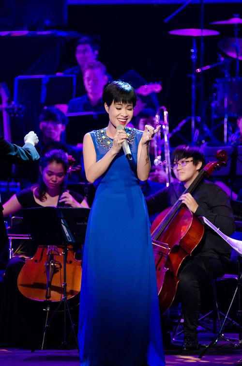 Uyên Linh tỏa sáng cùng dàn nhạc giao hưởng - 1