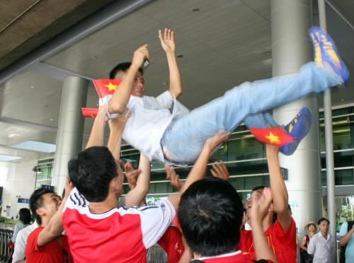 Gặp người làm fan Việt sững sờ về U19 VN - 1