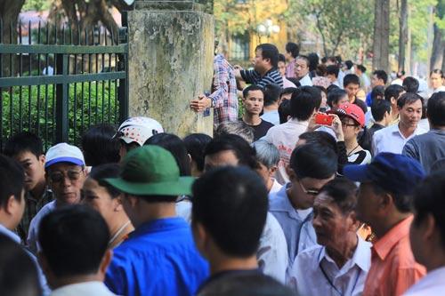 Hết ngày viếng, dân vẫn đổ về nhà Đại tướng - 1