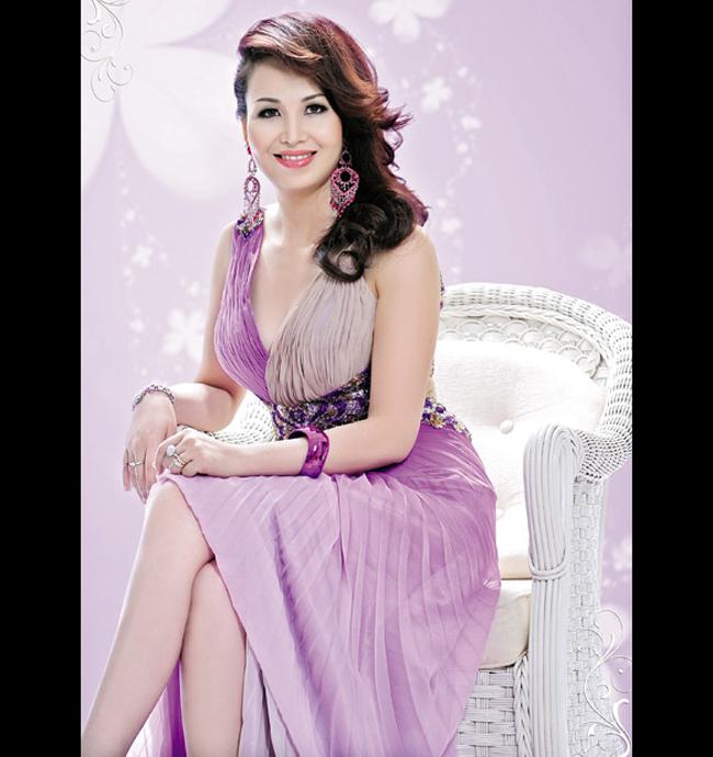 Chị tốt nghiệp khoa tiếng Nga của trường đại học Ngoại ngữ Hà Nội.