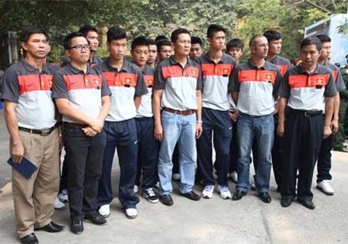 U19 Việt Nam viếng Đại tướng sáng 12/10 - 1