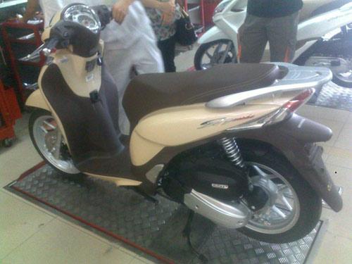 Loạt xe máy mới tăng giá ở Việt Nam - 1