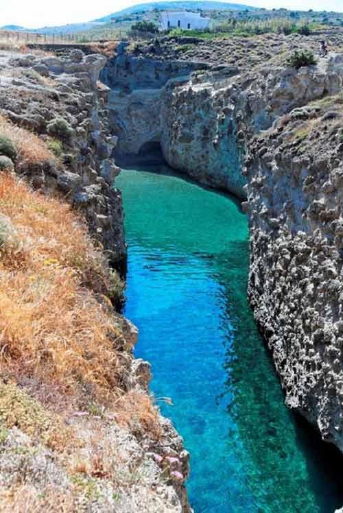 Bãi biển trong... hang động ở Hy Lạp - 1