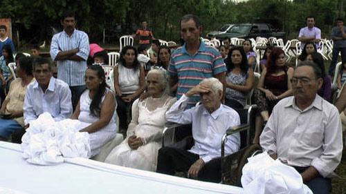 Paraguay: Chú rể 103 tuổi kết hôn cô dâu 99 tuổi - 1