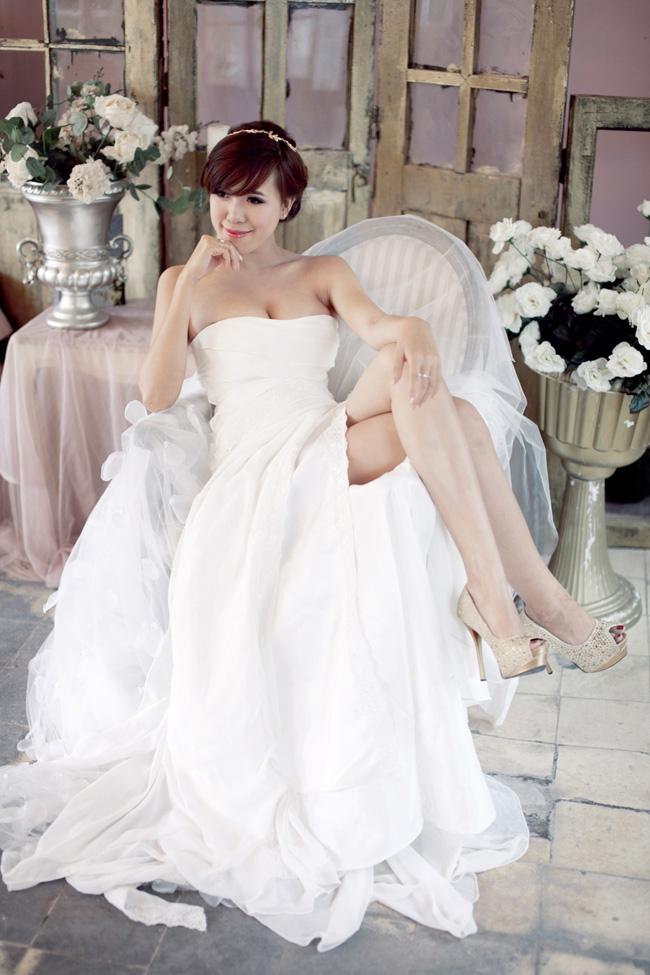 Với bộ váy cưới kiêu sa, Mai Thỏ vẫn khoe được body sexy của mình