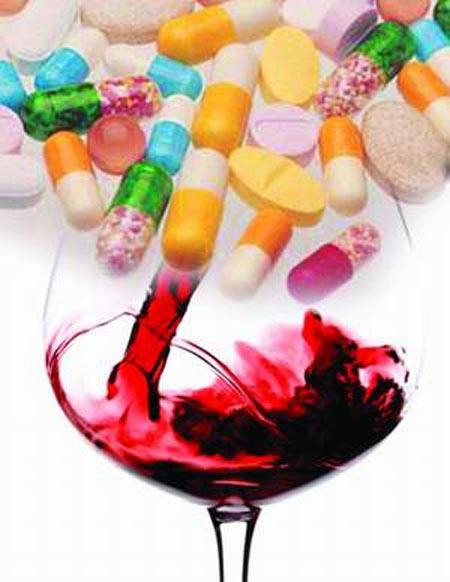 Rượu rất kỵ với thuốc - 1