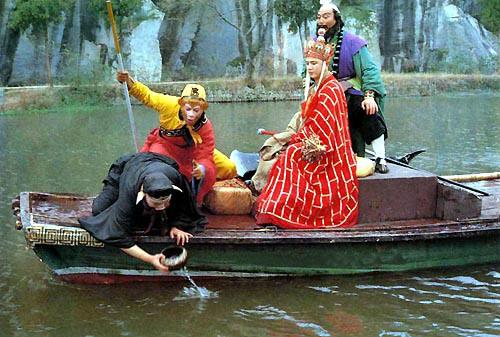 Bát Giới hám gái, ngã xuống sông - 4