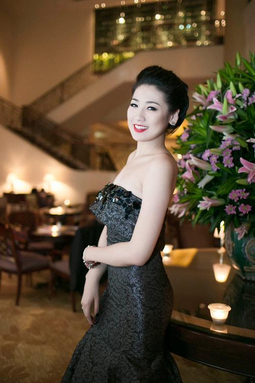 Á hậu Tú Anh mong manh vai trần - 1