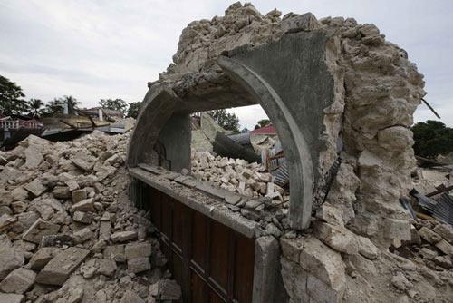Philippines: Sinh con giữa cơn động đất 7,2 độ - 1
