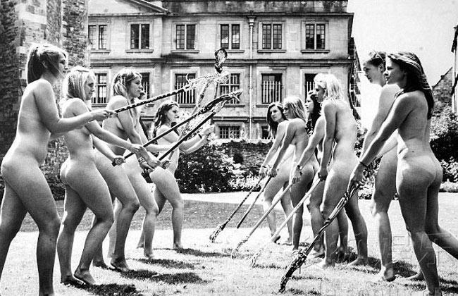 Theo trang tin Sohu, 70 sinh viên cả nam và nữ của trường Đại học Oxford vừa hoàn thành bộ ảnh lịch nude đặc biệt vào tháng 9 năm nay
