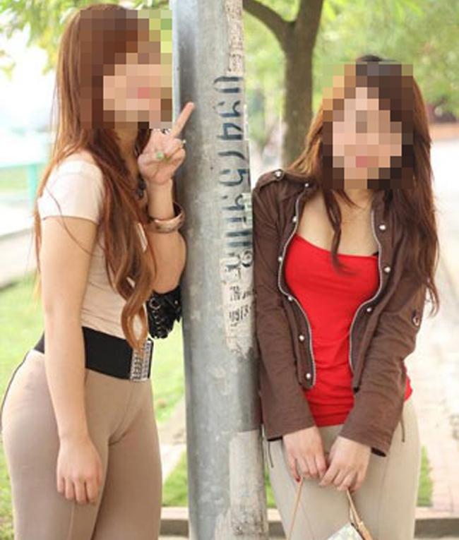 Nên soi gương kỹ khi sử dụng những chiếc quần skinny màu be là lời khuyên chân thành với phái đẹp.