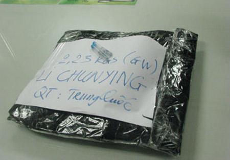 Chuyển 2,2 kg ma túy đá qua đường hàng không - 1