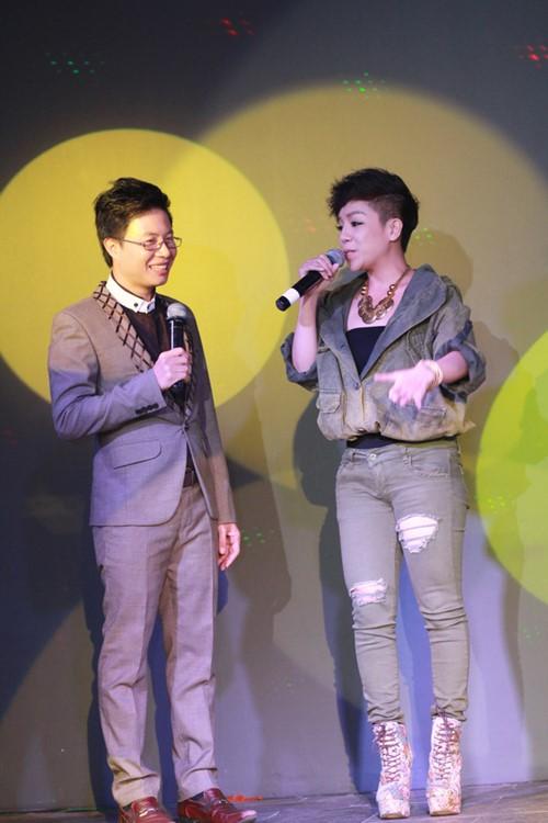 Minh Chuyên hát ca khúc về bão Nari - 1