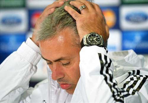 Bật trọng tài, Mourinho đối mặt án nặng - 1