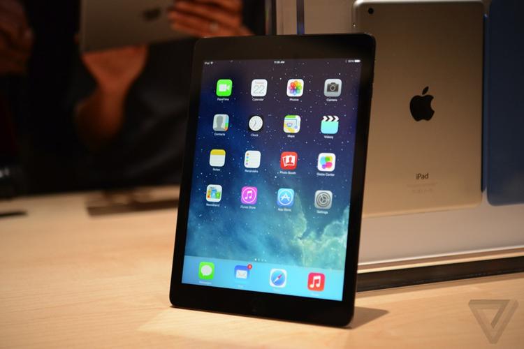 Apple vừa ra mắt chiếc iPad Air, thế hệ iPad thứ 5 của Táo khuyết trong một sự kiện được tổ chức tại trụ sở hãng này tại California, Mỹ
