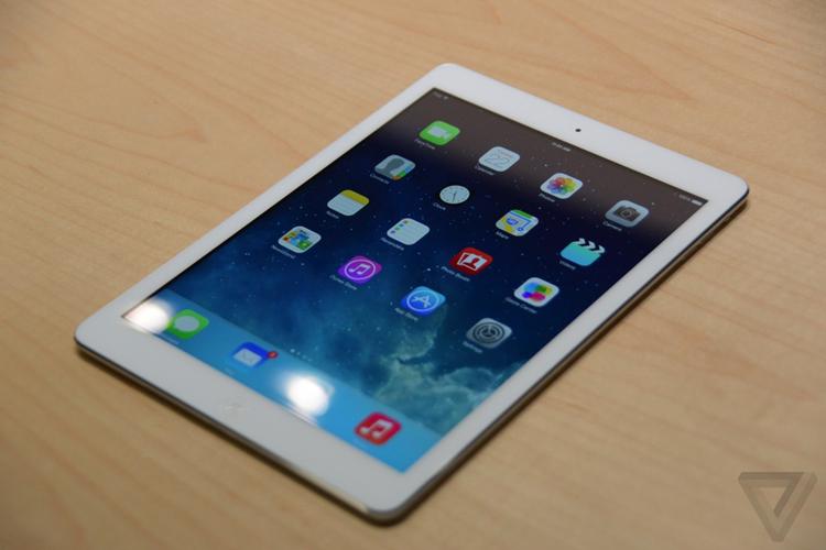 Điều thắc mắc ở đây là sau khi công bố iPad Air, Apple cũng đồng ý khai tử mẫu iPad 4 ra mắt trước đó khiến không ít người dùng cảm thấy lo ngại cho sản phẩm của mình, thậm chí có cảm giác bị hắt hủi.