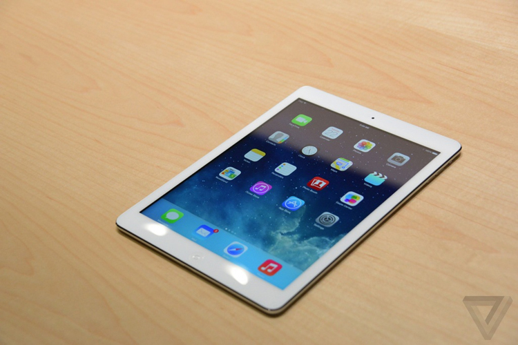 Trong khi đó iPad 3 cũng đã bị khai tử khi ra mắt iPad 4. Nhưng ngược đời ở chỗ Apple vẫn cho sản xuất iPad 2