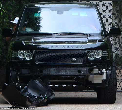 Bố con nhà Becks gặp tai nạn với siêu xe - 1