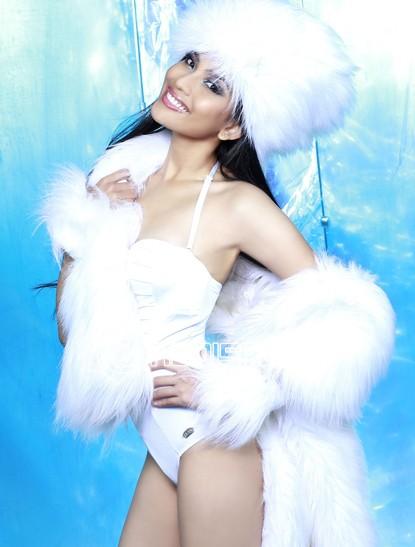 Trương Thị May đọ bikini với dàn mỹ nữ - 1