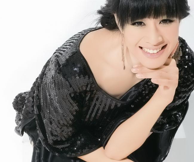 Nữ diễn viên người Hồng Kông Chung Lệ Đề (Christy Chung) năm 1998 và đã có 2 con gái với người chồng đầu tiên -doanh nhân ngoại quốc Glen Ross