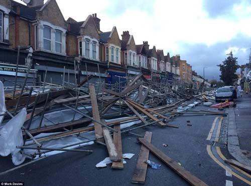 Chùm ảnh: Siêu bão St Jude tàn phá nước Anh - 1