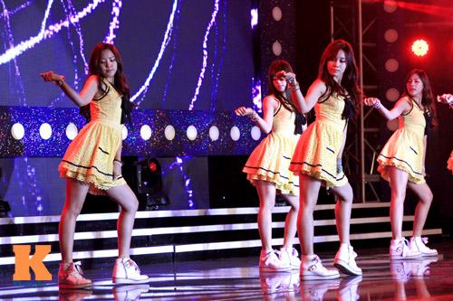 6 thiên thần A-Pink sôi động trên sân khấu HN - 1