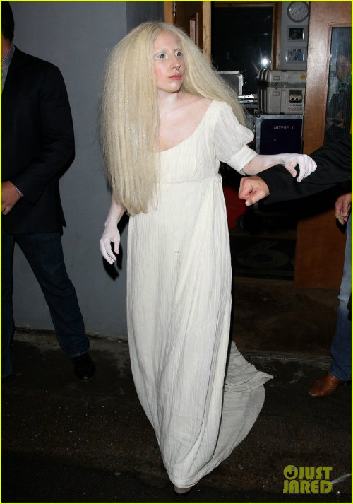 Hết hồn với Lady Gaga kỳ quái - 1
