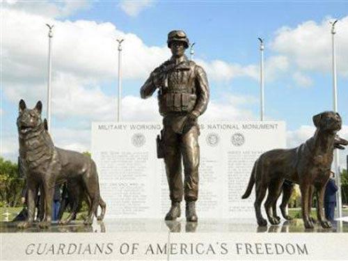 Mỹ lập đài tưởng niệm quân khuyển đầu tiên - 1